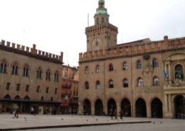 Palazzo Accursio piazza